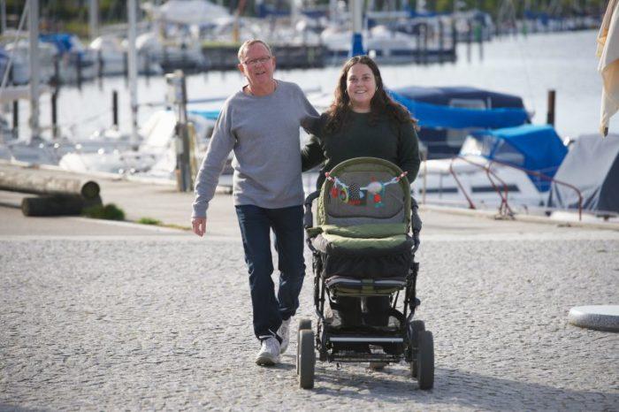 Hans och Sonja på promenad