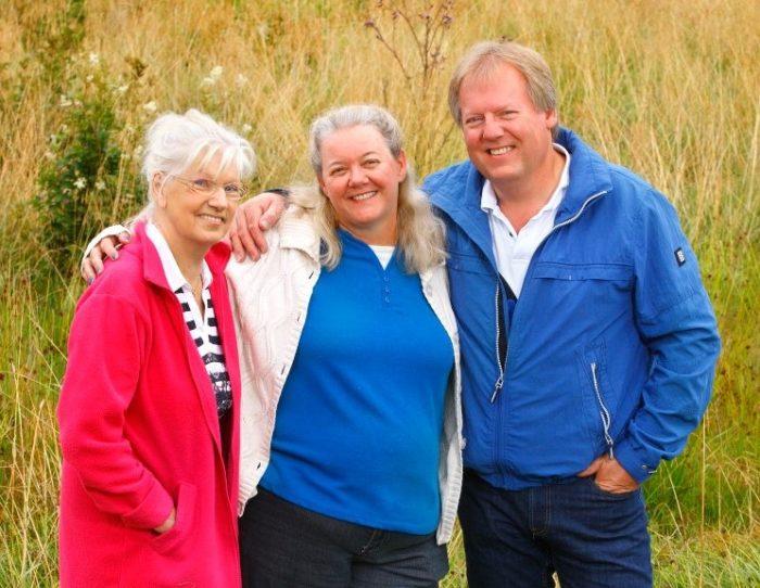 Leslie tillsammans med Tommy och Tommys mor Ingers