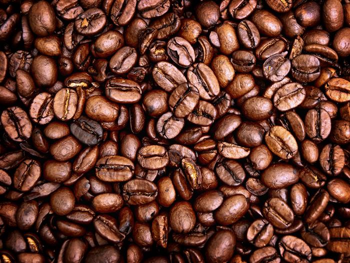 ta bort lukt med kaffebönor