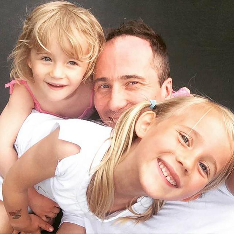 Kristjan och hans döttrar.