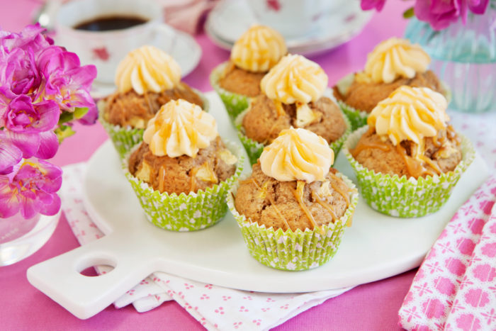 Äppelmuffins med kolafrosting.