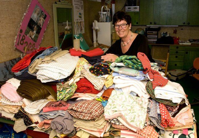 Lisbeth har sytt 1800 klänningar