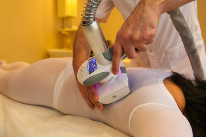 LPG är en mekanisk djup bindvävsmassage som ökar blodcirkulationen i kroppen och sätter igång lymfcirkulationen vilket medför att slaggprodukter och överflödig vätska lättare kan föras ut ur kroppen.