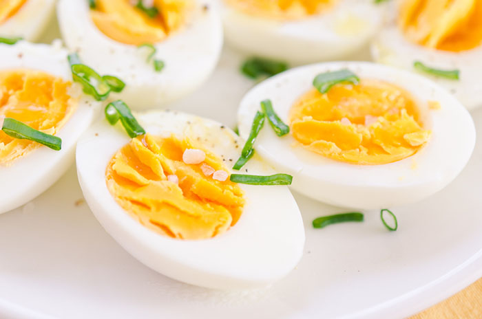 Så skalar du ägg
