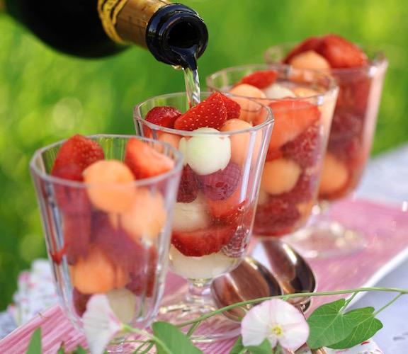 Jordgubbar och melon i bubbel