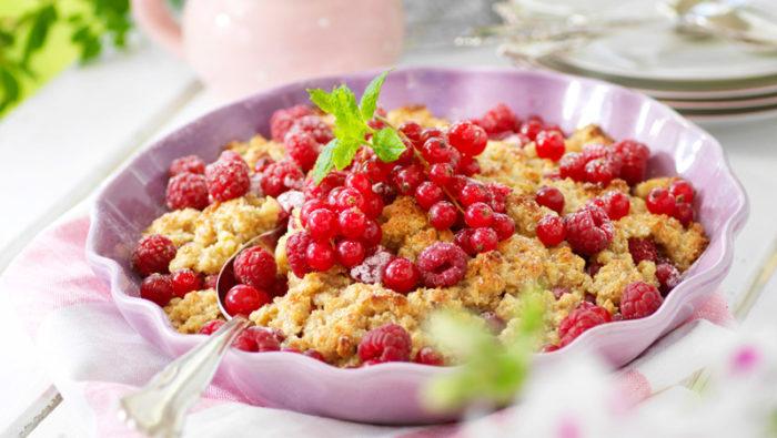 Smulpaj med hallon och vinbär recept
