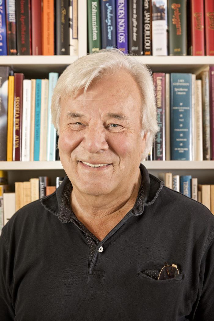 Författaren Jan Guillou har inga barndomsminnen av sin far: