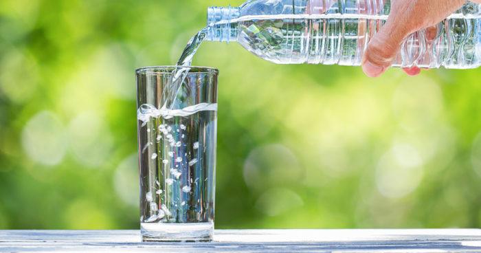 kolsyrat vatten tänder