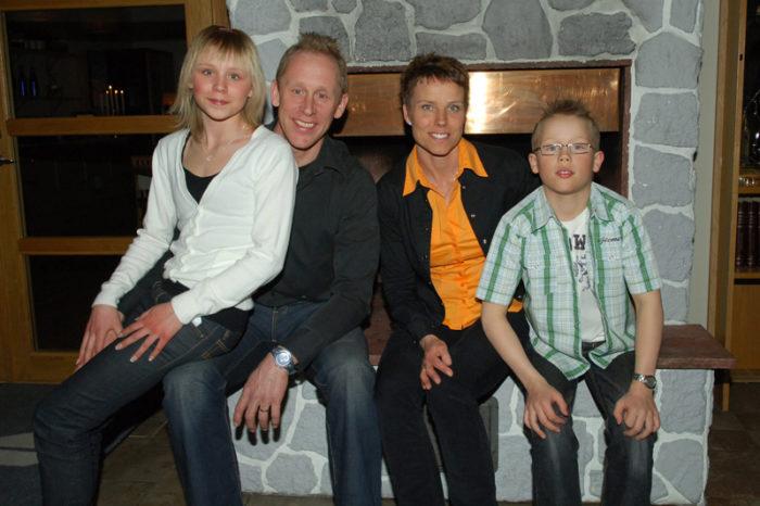 Gunde Svan och Marie Svan tillsammans med barnen Julia och Ferry i Idre 2007.