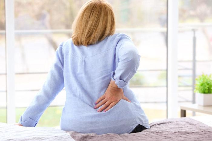 Osteoporos, eller benskörhet, drabbar framför allt kvinnor efter klimakteriet.