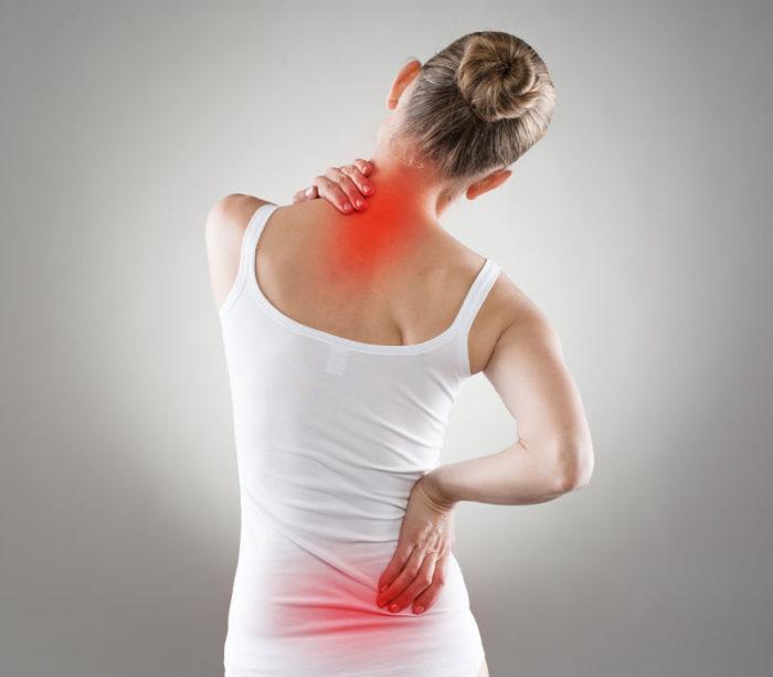 Osteoporos, eller benskörhet, kan leda till kotkompression i ryggen.