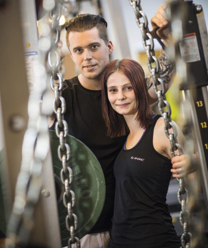 Jonathan och Frida på gymmet.