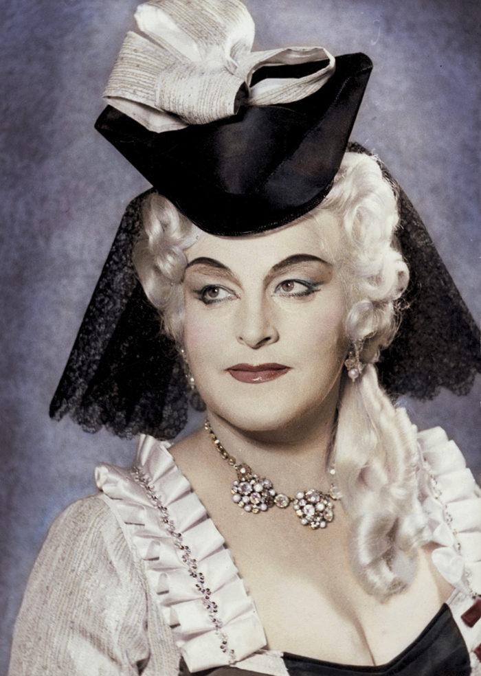 Birgit sminkad och klädd för sin roll i Rosenkavaljeren.