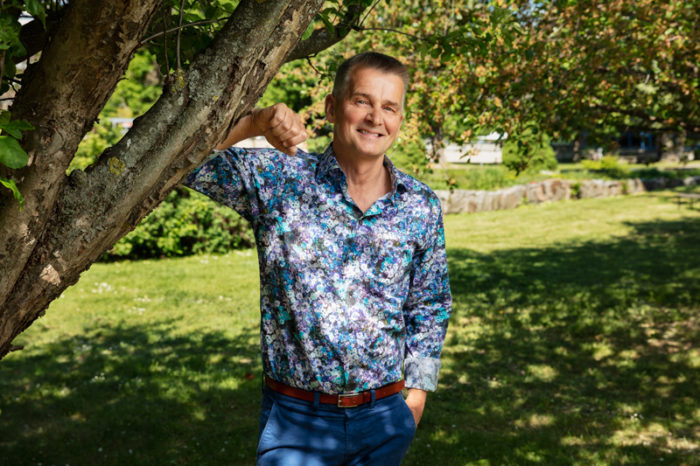Pekka Heino leder talkshowen Iltapäivä i Sisuradio i Sveriges Radio