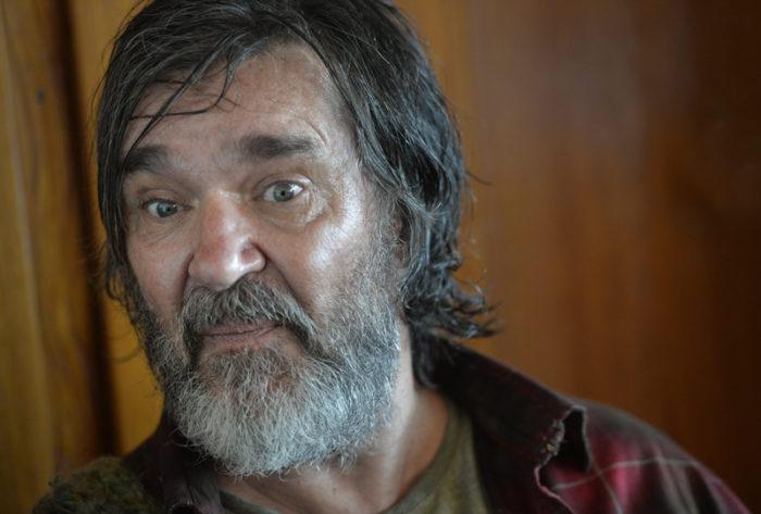 """Kjell Bergqvist som hemlöse Tom Stilton i dramaserien """"Springfloden"""" från 2016."""