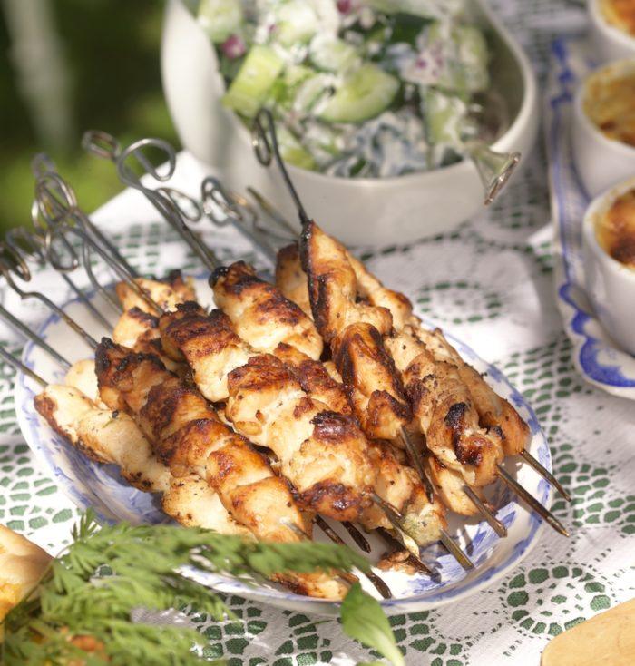Kycklingspett med glaze och gurksallad