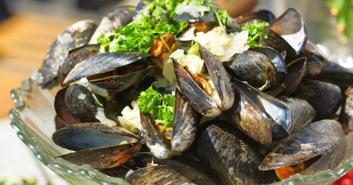 Vinkokta musslor med creme fraiche