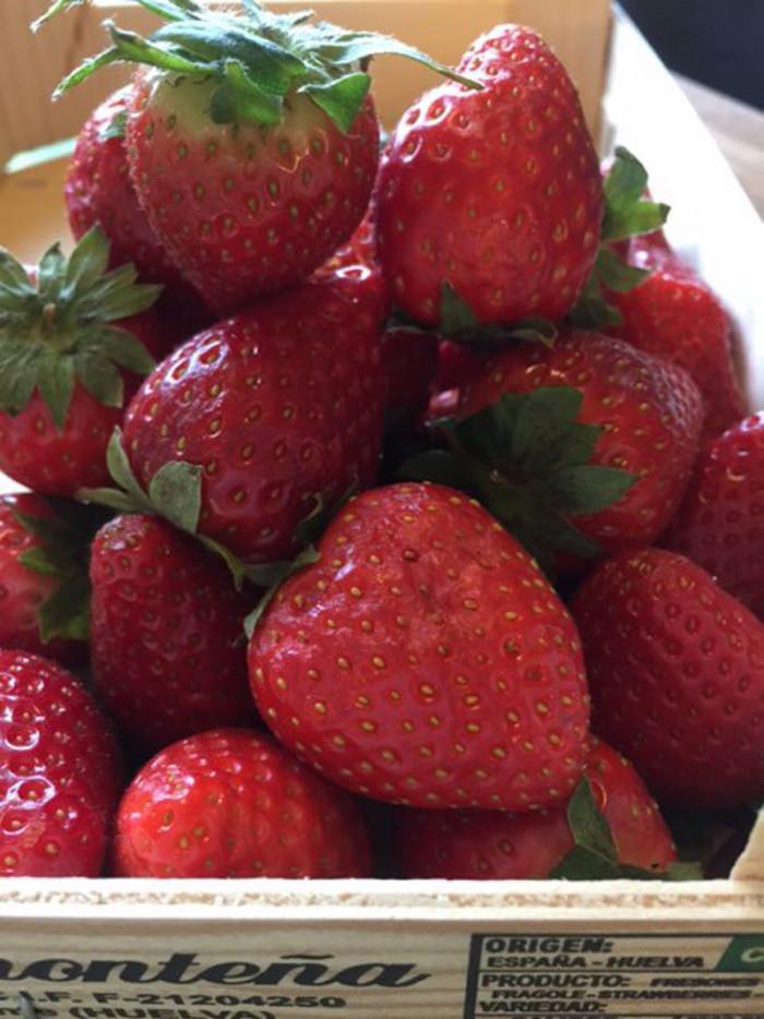 Vilka bär som helst är gott till kolapaj - jag valde jordgubbar och blåbär.